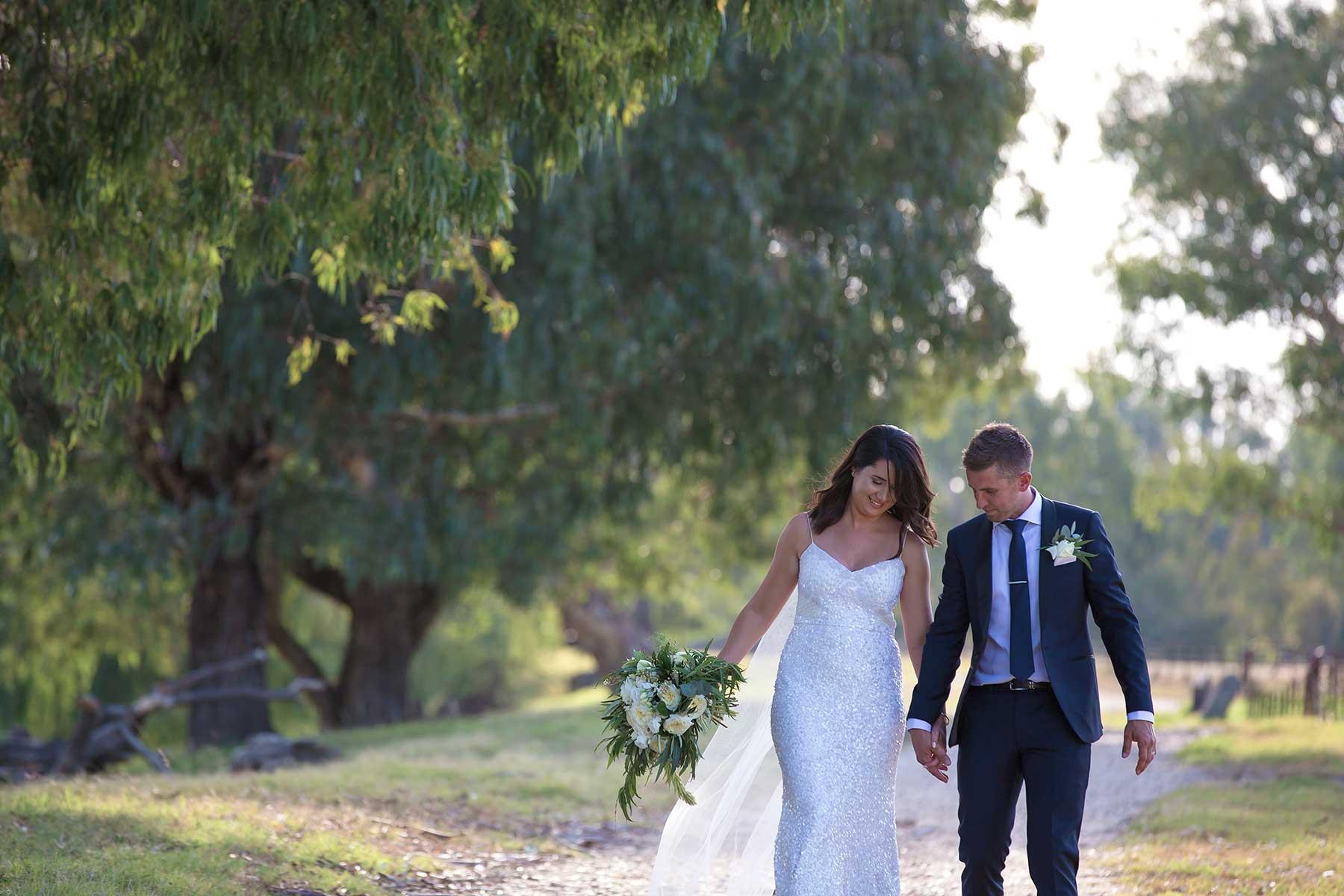 Albury Wodonga Wedding Photography at Willowbank Albury. By Albury and Melbourne Wedding photographer Jason Robins